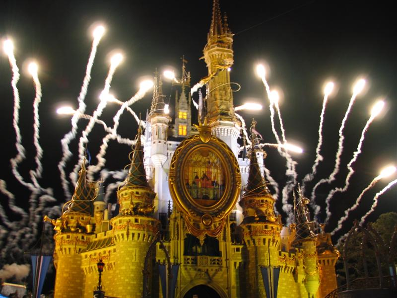 Walt Disney World S Magic Kingdom Castle 50th Celebration